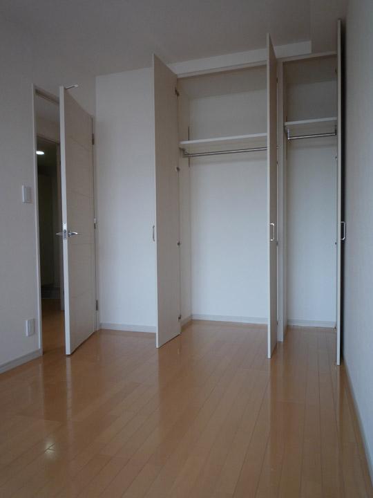 apartment bedroom closets